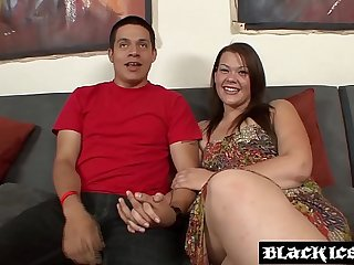BBW chick interracially hammered to the delight of cuckold