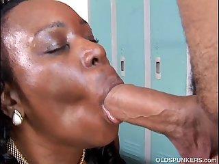 Busty black mature BBW gives an amazing sloppy blowjob