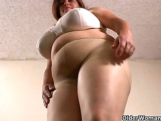 Latina BBW milfs get highly aroused in new pantyhose