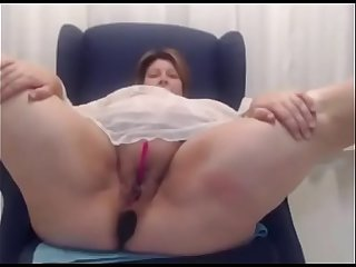 Fat bbw milf shows pussy