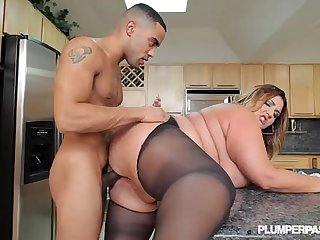 Sexy Big Butt BBW Babe Gets Fucked in Pantyhose in Kitchen