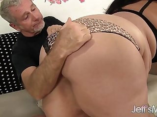 Sexy and horny plumper Juicy Jazmynne hardcore sex